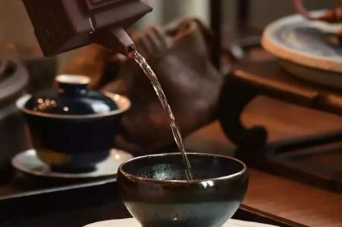 建盏杯喝茶功效,这些建盏茶具的好处不能不知道