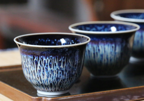 建盏中的酱釉、白釉和蓝釉各自的特点,各自的价值介绍