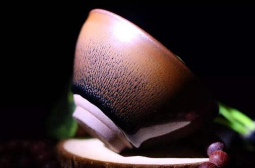 为什么宋代诗词提及建盏时,基本都只描述兔毫紫盏